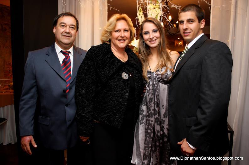 Greta com o namorado Gregory e os sogros Modesto e Rejane Ribeiro