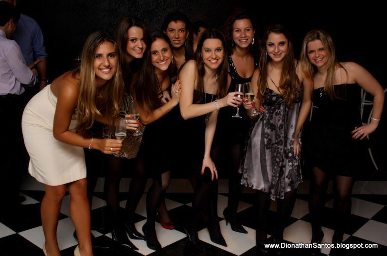 Greta e amigas, entre elas a Lisandra(de bege) amiga de longa data. A noiva da turma.