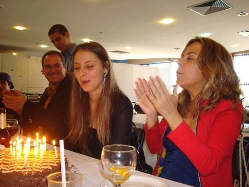 Aniversário Greta 2009 029 apagando as velinhas